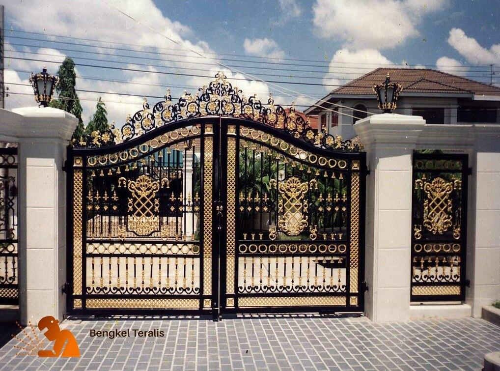 Pintu Gerbang Teralis Besi